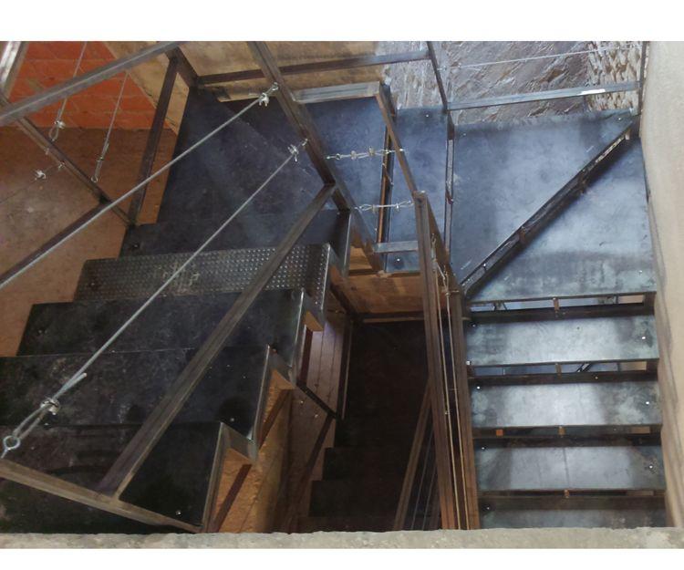 Diferentes modelos de escaleras metálicas