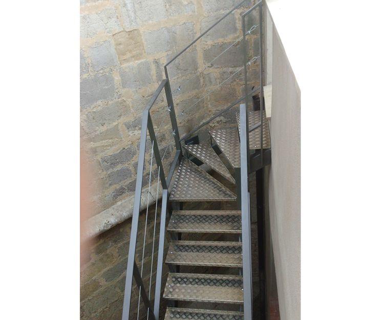 Escaleras metálicas en Castellón