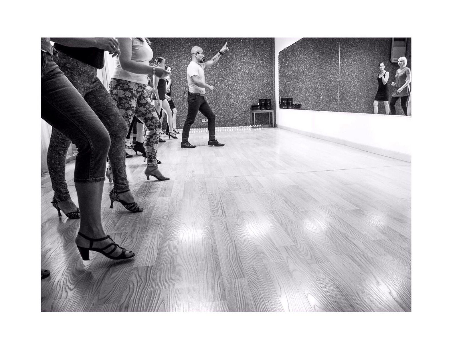 Academias de baile Gótico Barcelona http://www.marcandoelpaso.es/es/