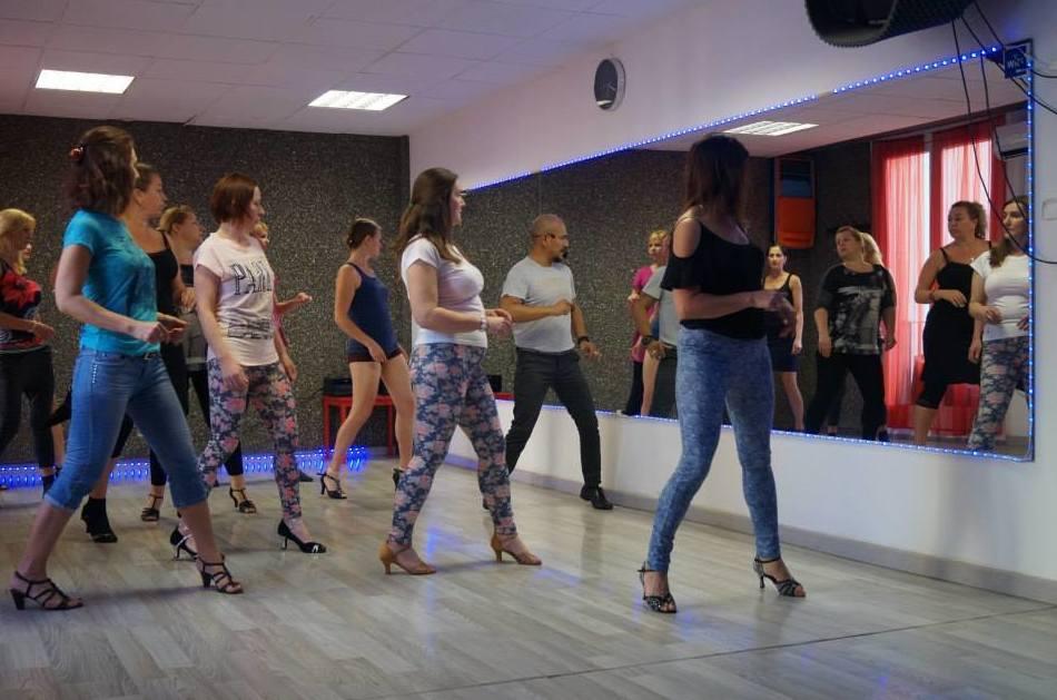 Escuelas de baile en Barcelona http://www.marcandoelpaso.es/es/