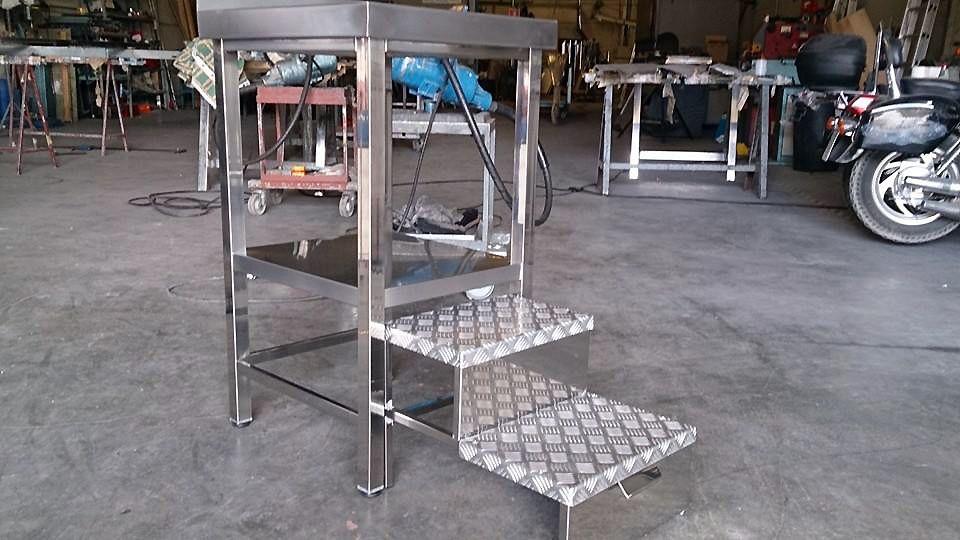 Mueble fabricado en acero inoxidable