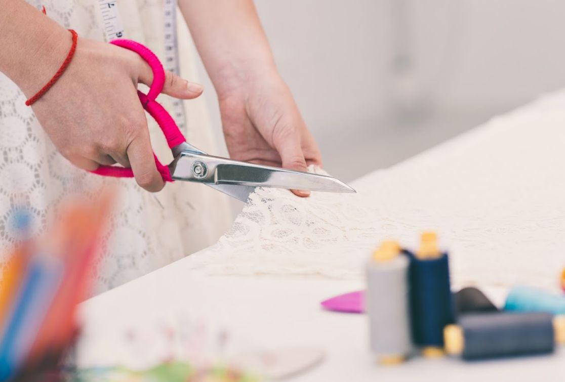 Arreglos y transformaciones de ropa en Carabanchel
