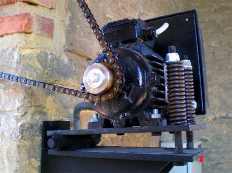 Motores de bandeo: Servicios de Pallás Campanas y Relojes