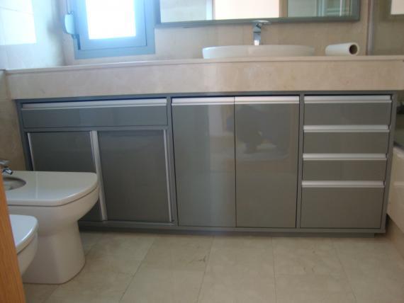mueble de baño lacado en alto brillo