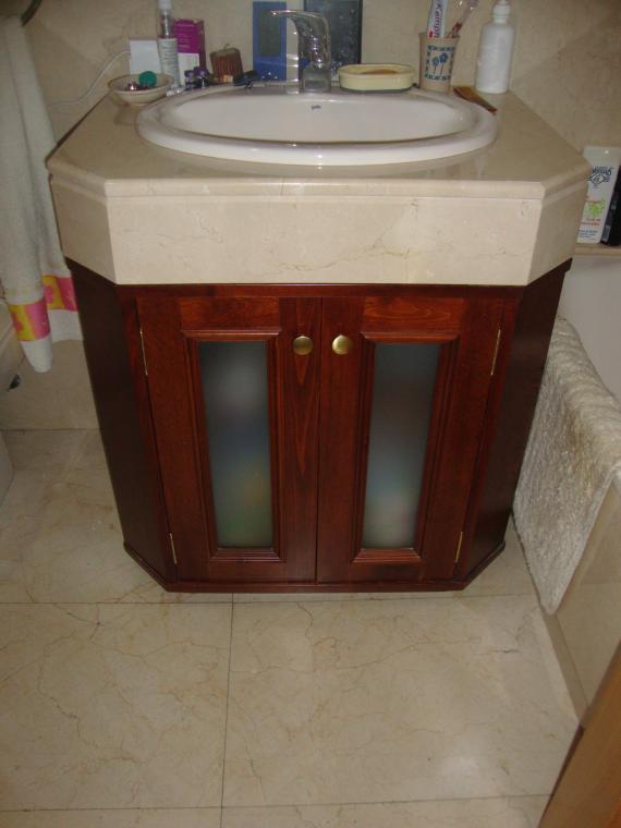mueble de baño con forma a medida