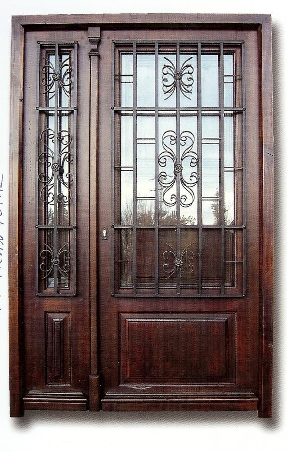 puerta de entrada con cristal y forja