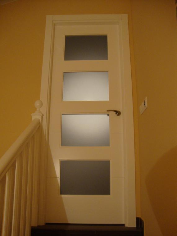 puerta lacada con cristal