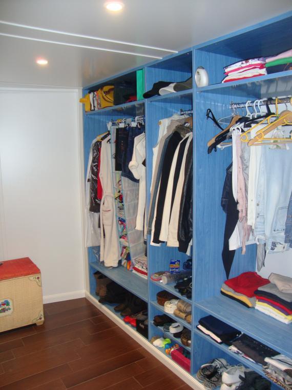 vestidor blanco y azul