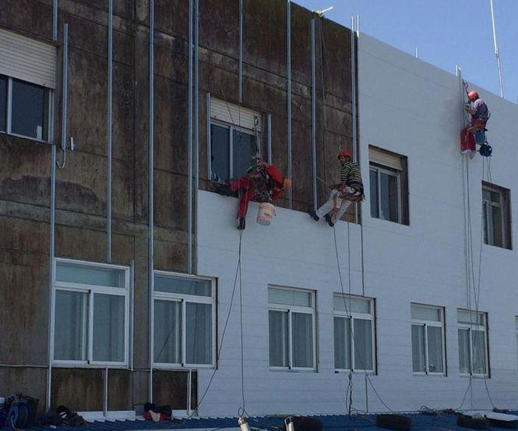Colocación de paneles en fachadas en Pontevedra
