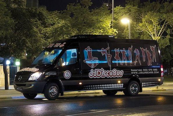 Discobus blak hasta 21 plazas pantalla de 50 pulgadas