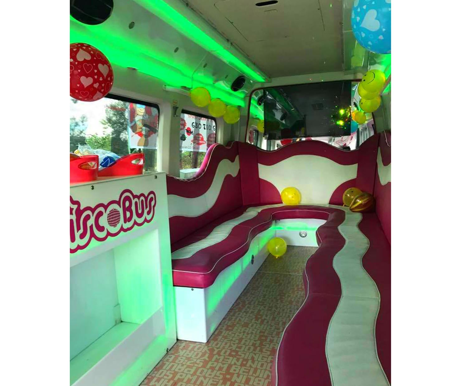 Fiestas en autobús mientras viajas