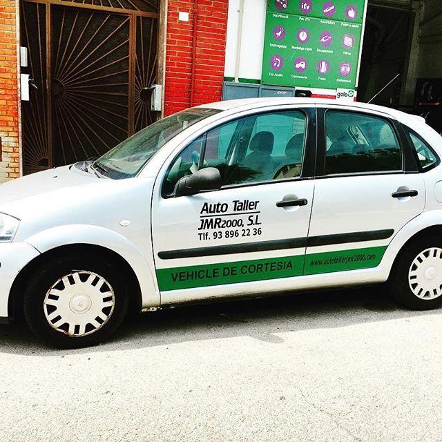 Taller con vehículo de cortesía para reparaciones