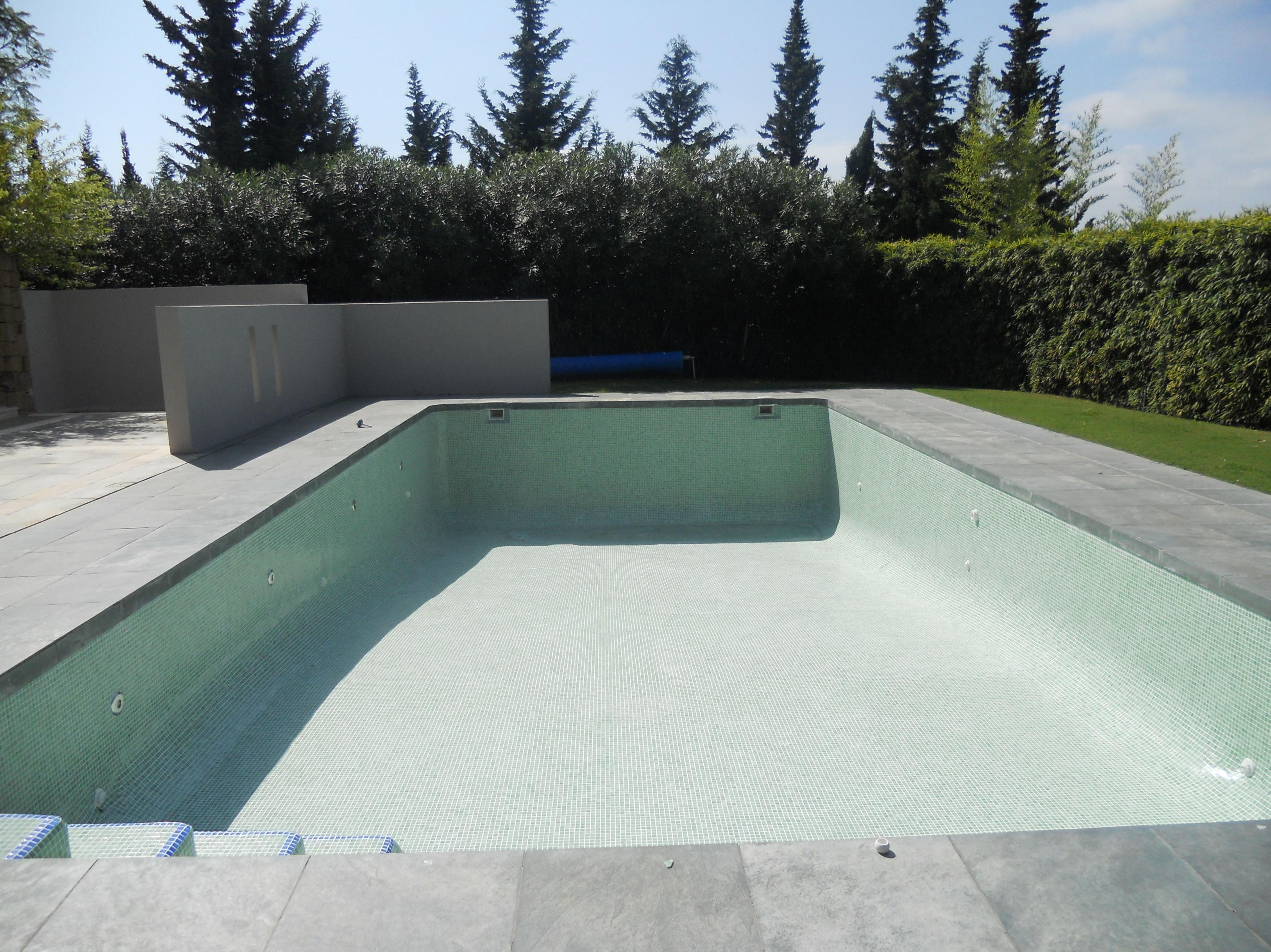 Construcci n de piscinas de hormig n productos y for Tratamientos de piscinas