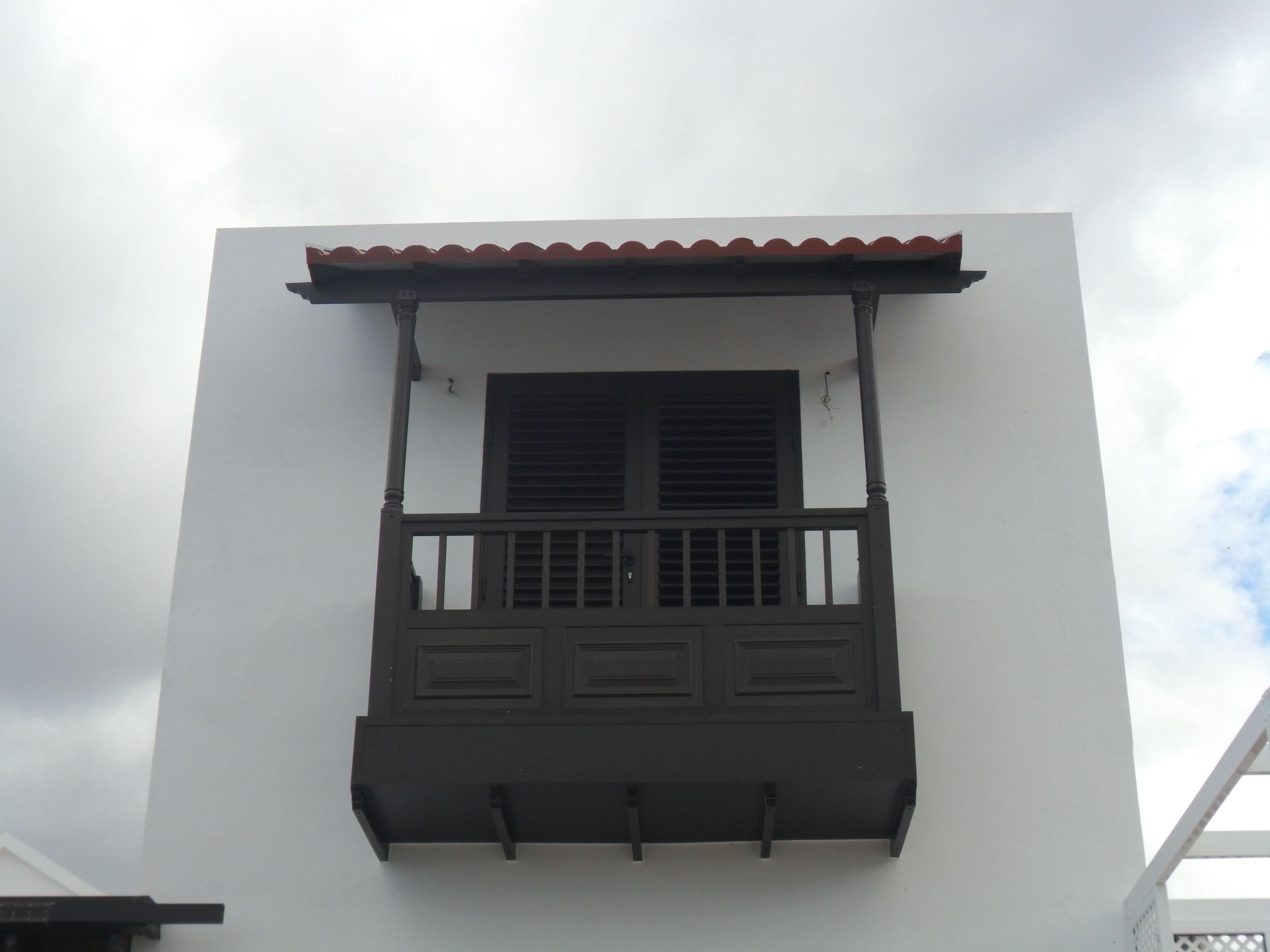 Balcón de aluminio gris