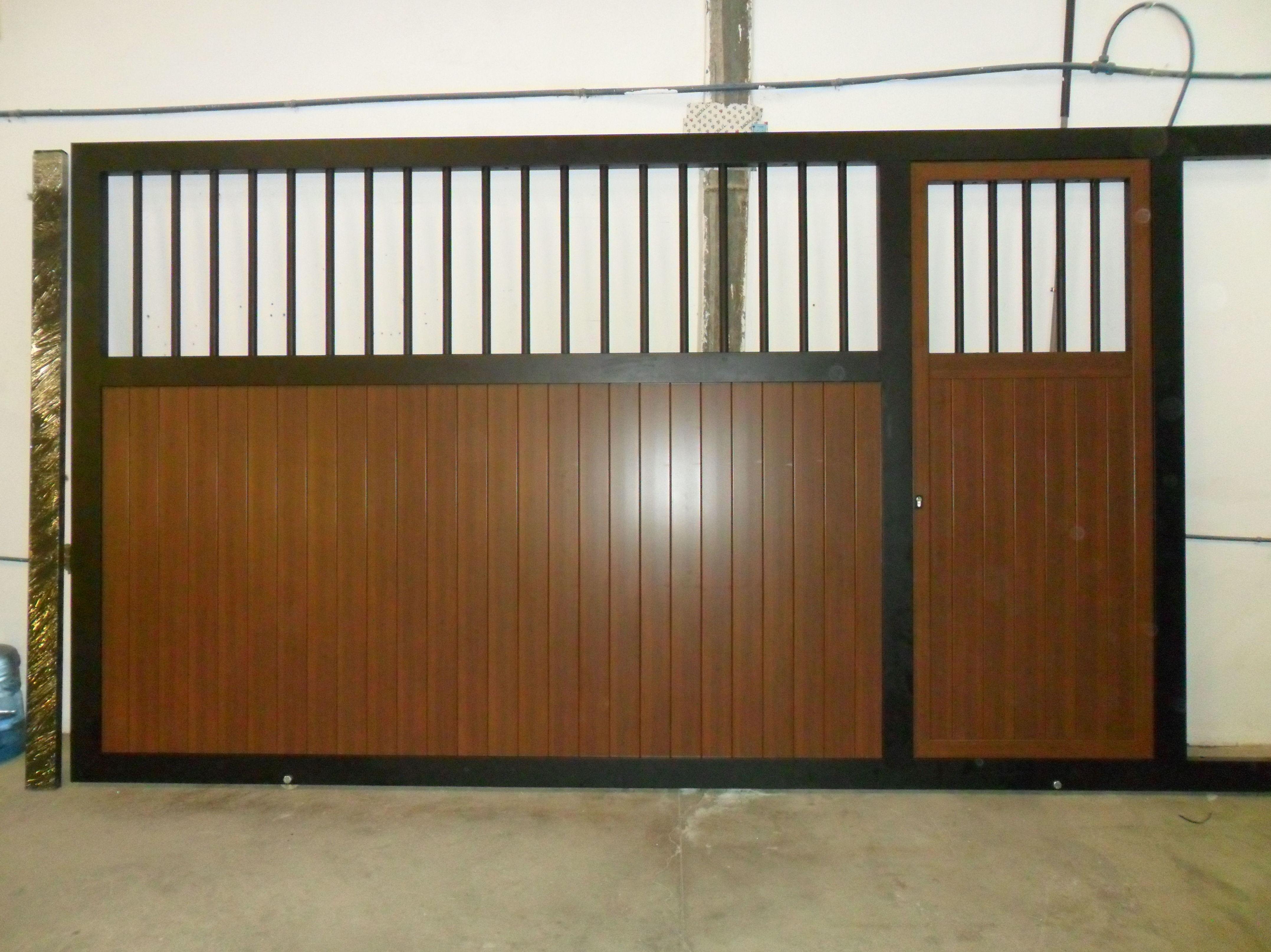 Puerta de garaje realizada en aluminio