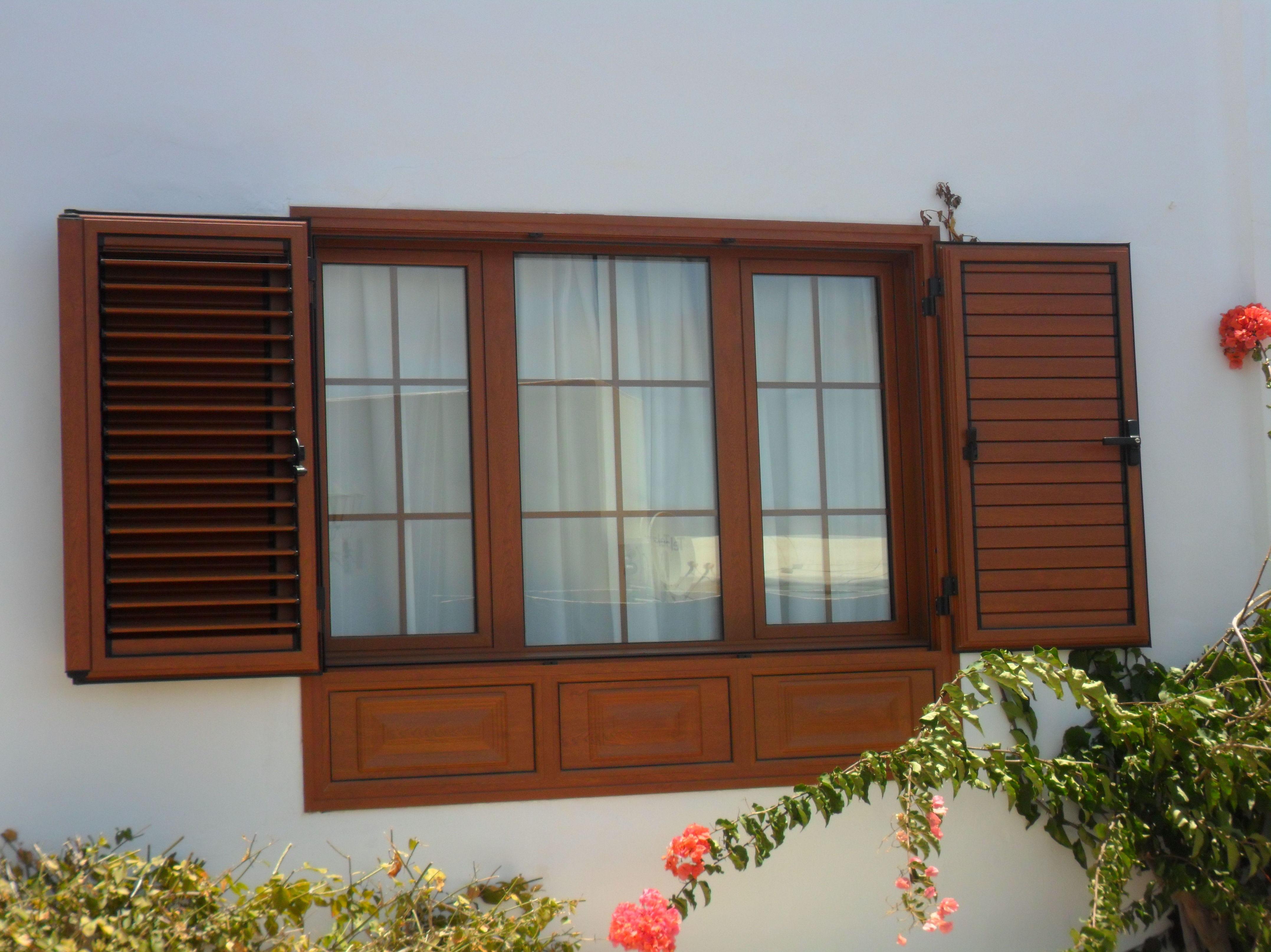 Foto 14 de carpinter a de aluminio en indusphal s l for Ventanales de aluminio imitacion madera