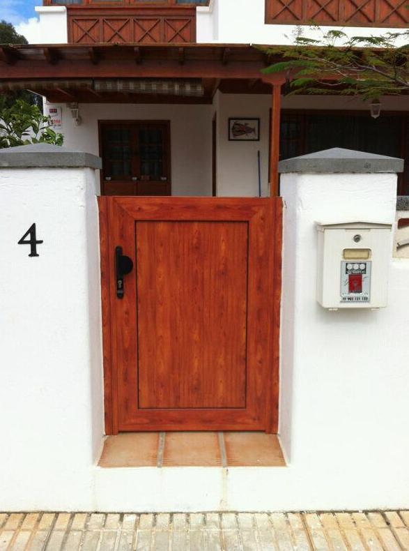 Puerta de entrada a chalé en aluminio