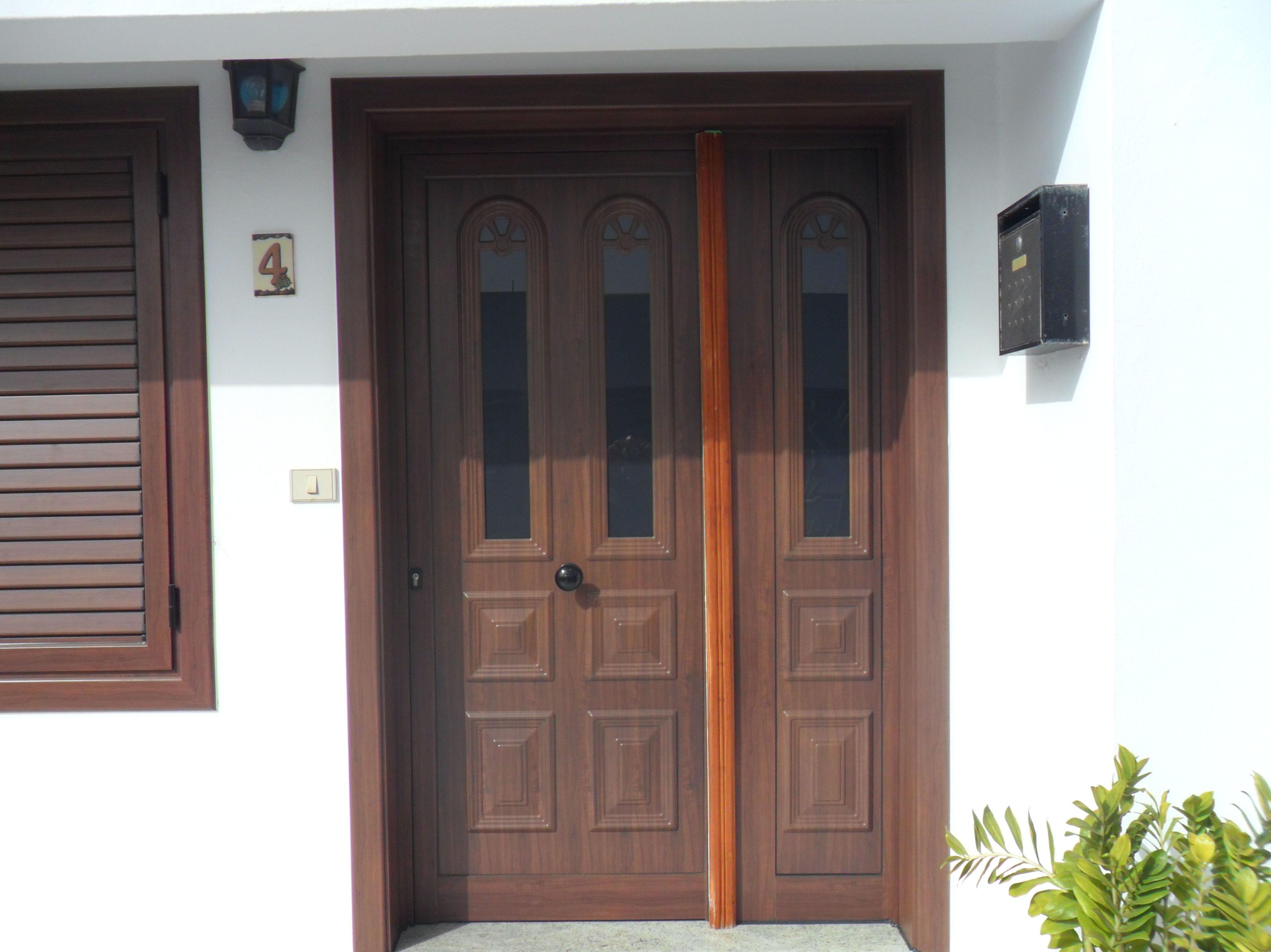 Puerta de entrada de dos hojas