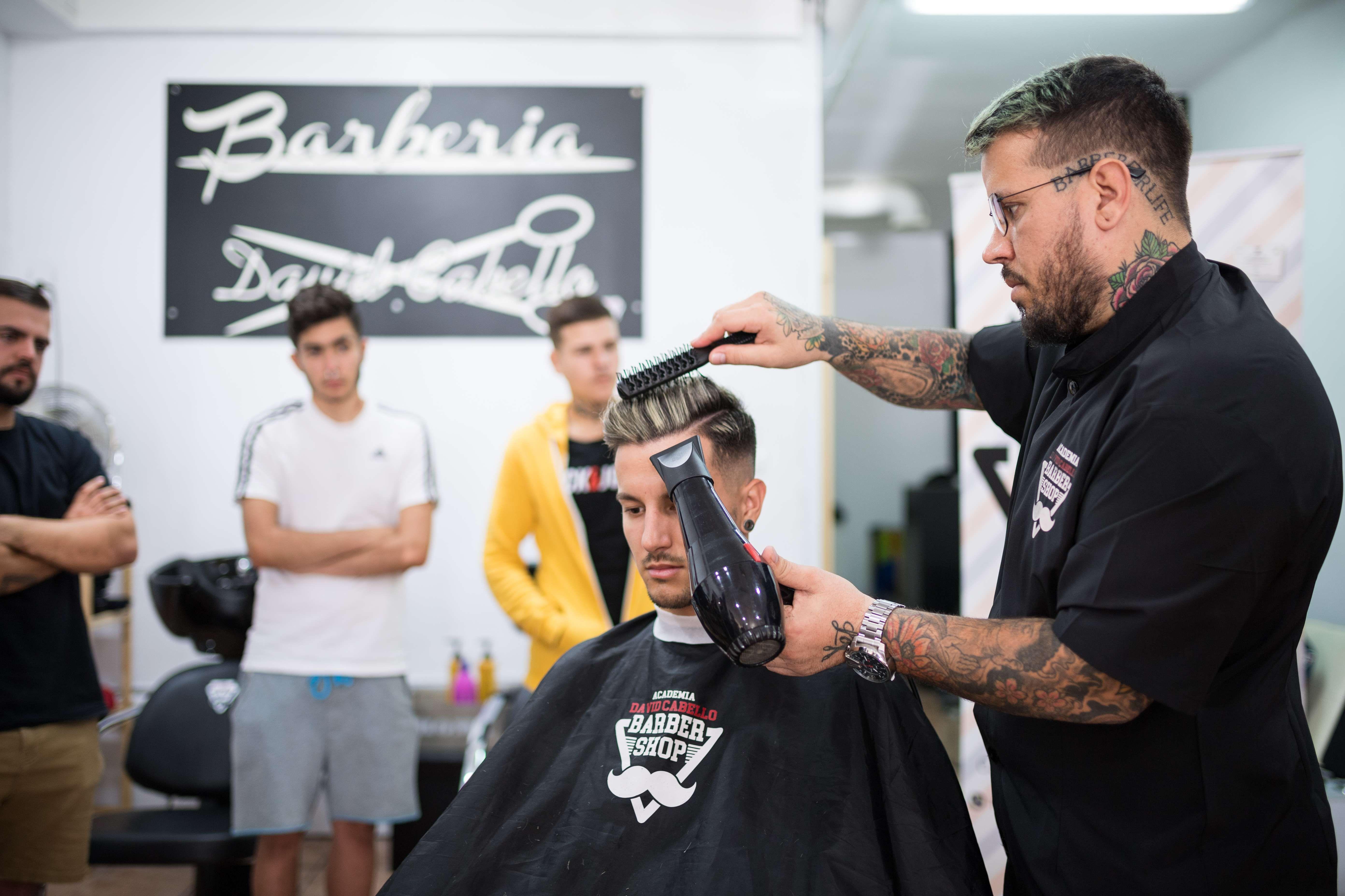 Foto 21 de Academia de peluquería y barbería en Las palmas | Academia de Barbería David Cabello