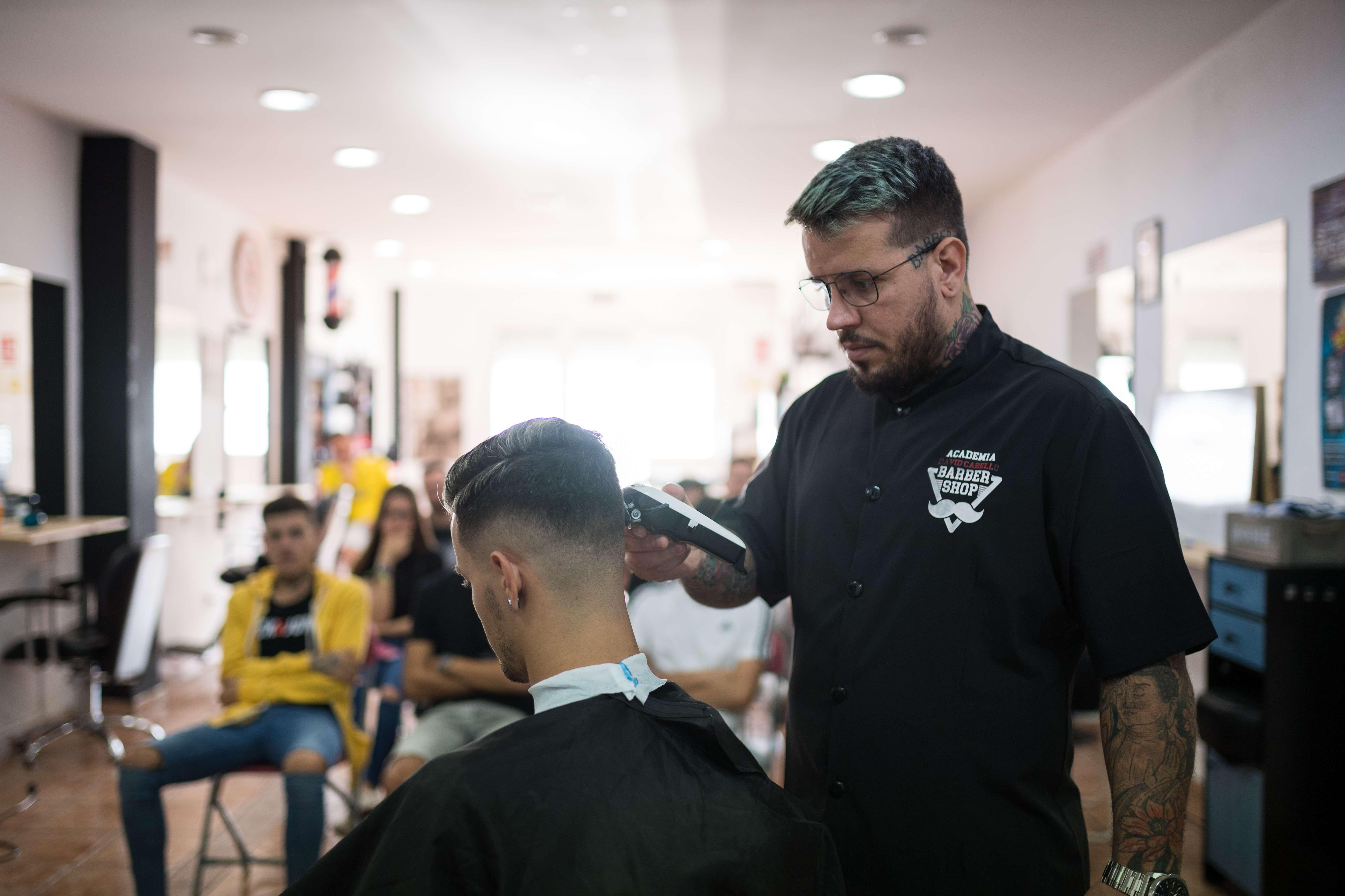 Arregla tu barba y corta tu pelo en la Academia y Barbería David Cabello