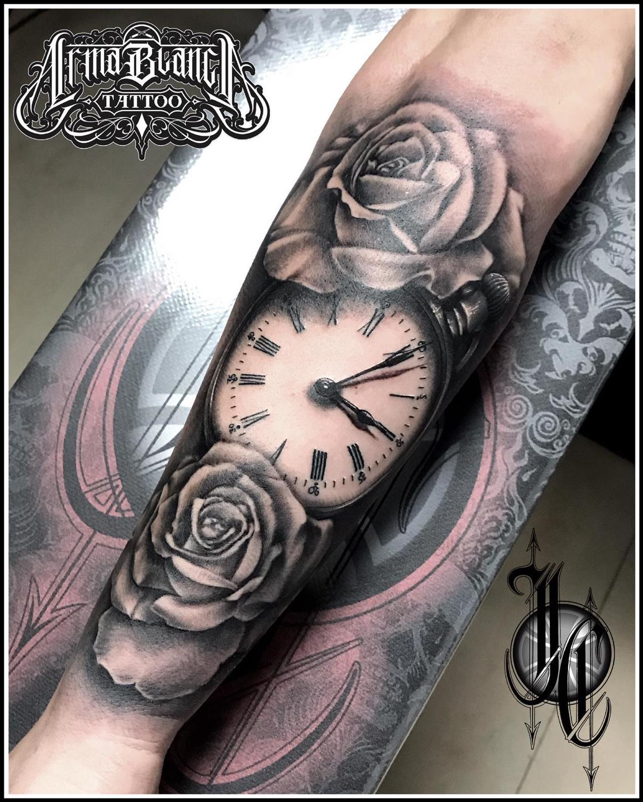 Reloj y rosas tattoo realismo