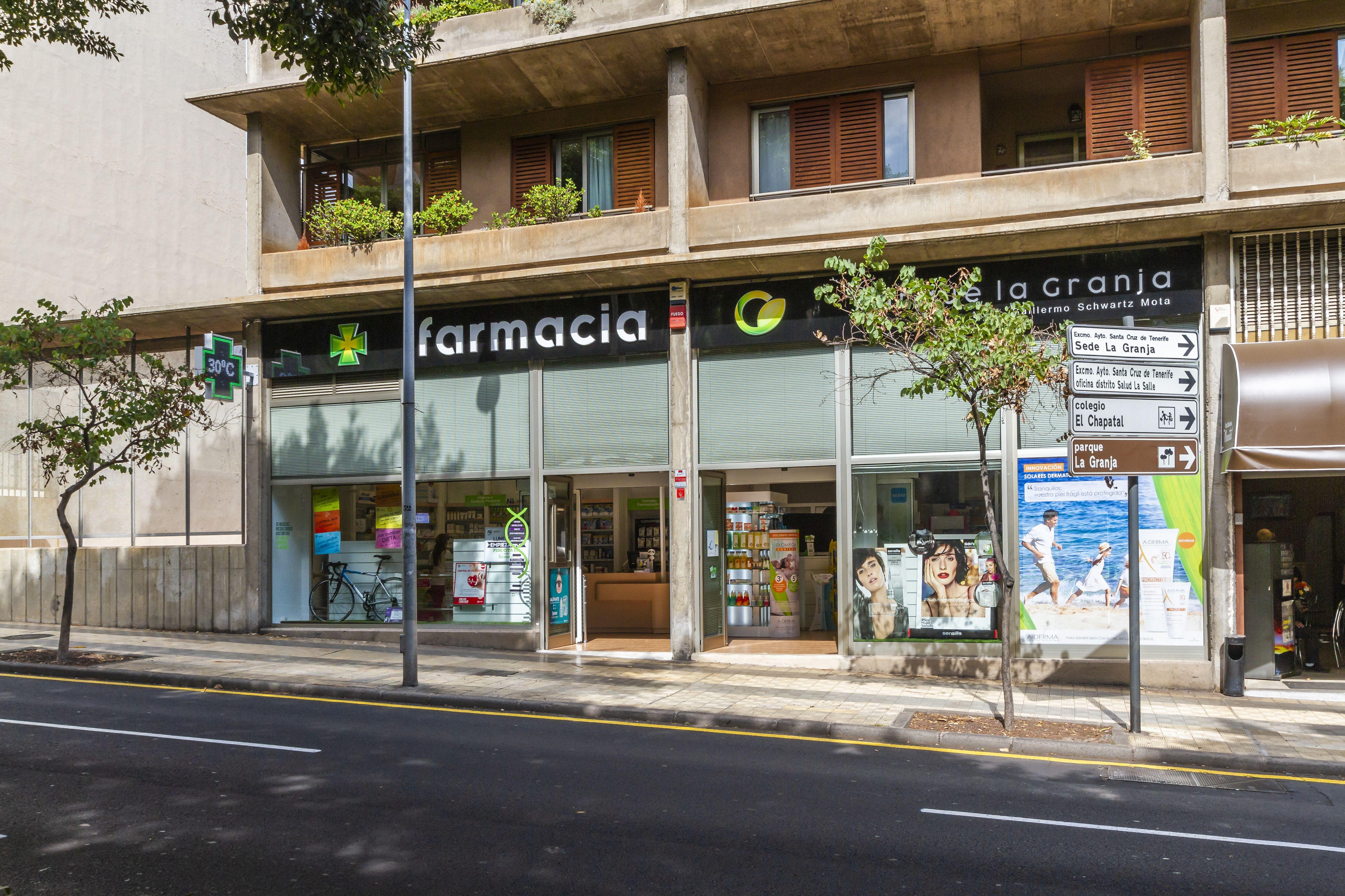 Foto 2 de Farmacias en Santa Cruz de Tenerife | Farmacia Parque La Granja