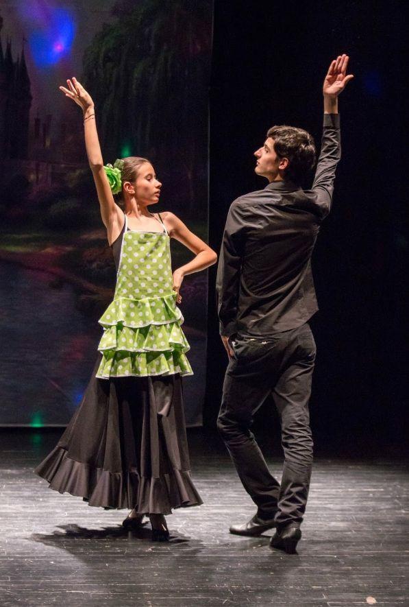 Academia con clases de flamenco en Oviedo