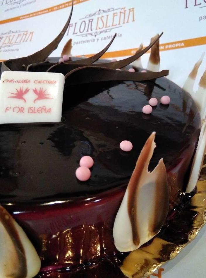 Semifrío de tuno indio y mousse de chocolate