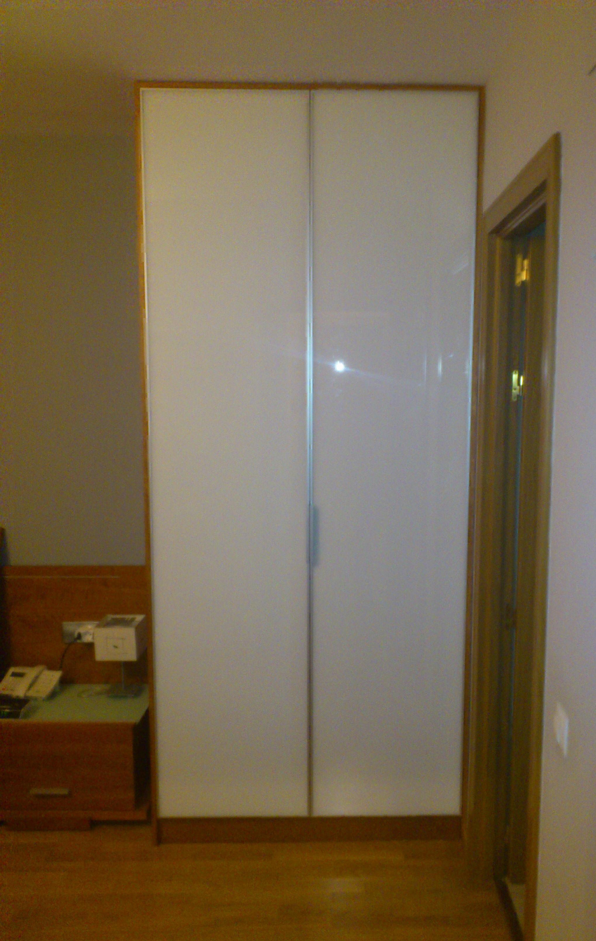 armario puertas cristal y aluminio.