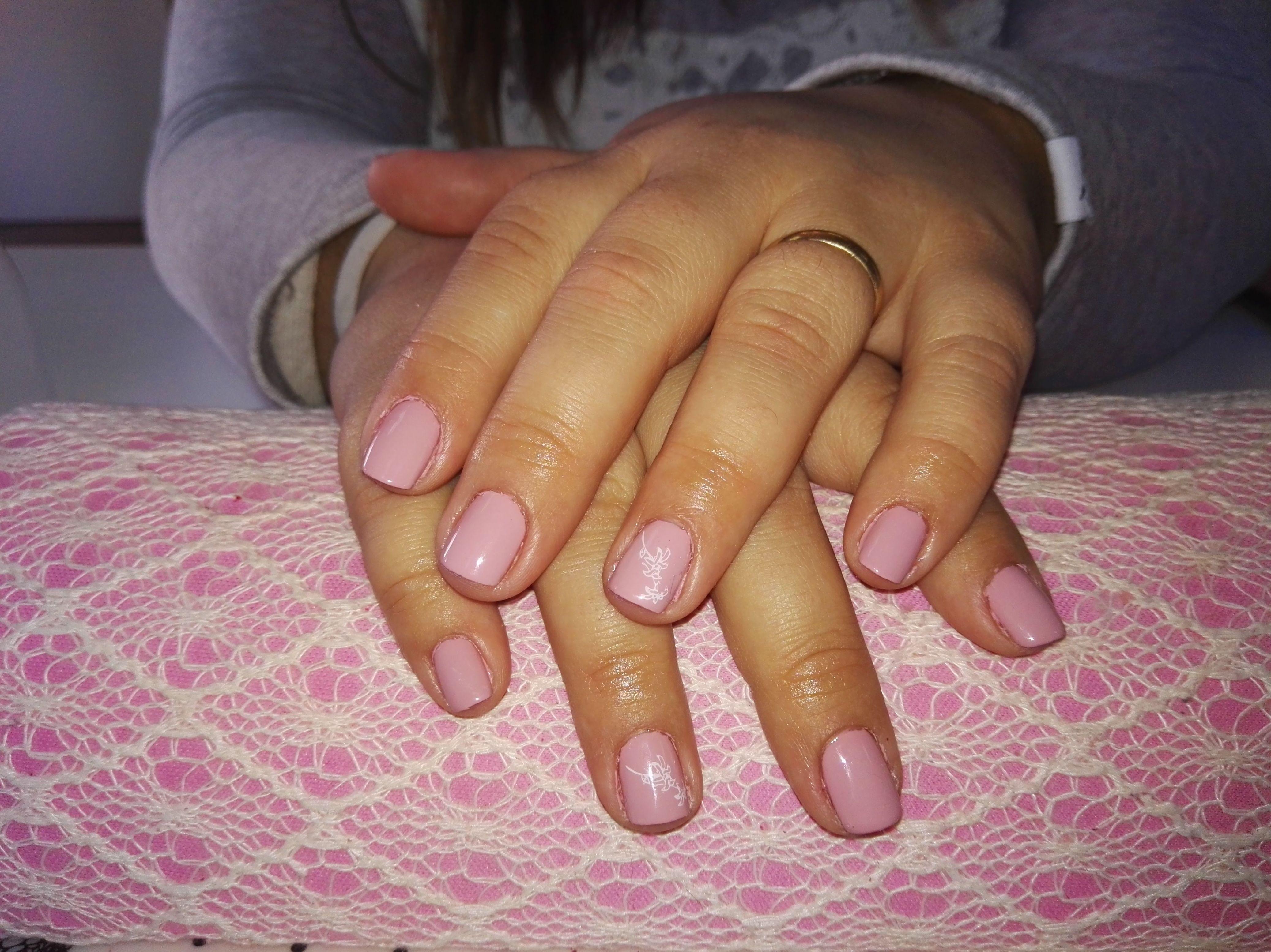 Esmalte permanente color rosa nude