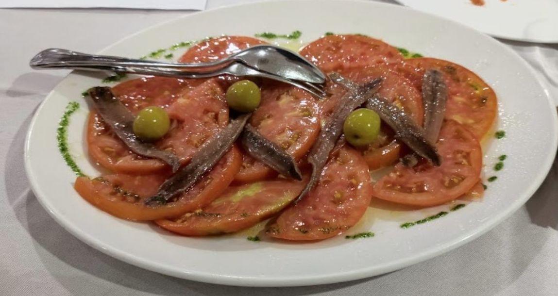 Ensalada de tomate y anchoas