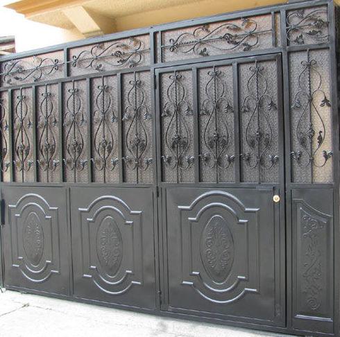 Puerta de calle en hierro