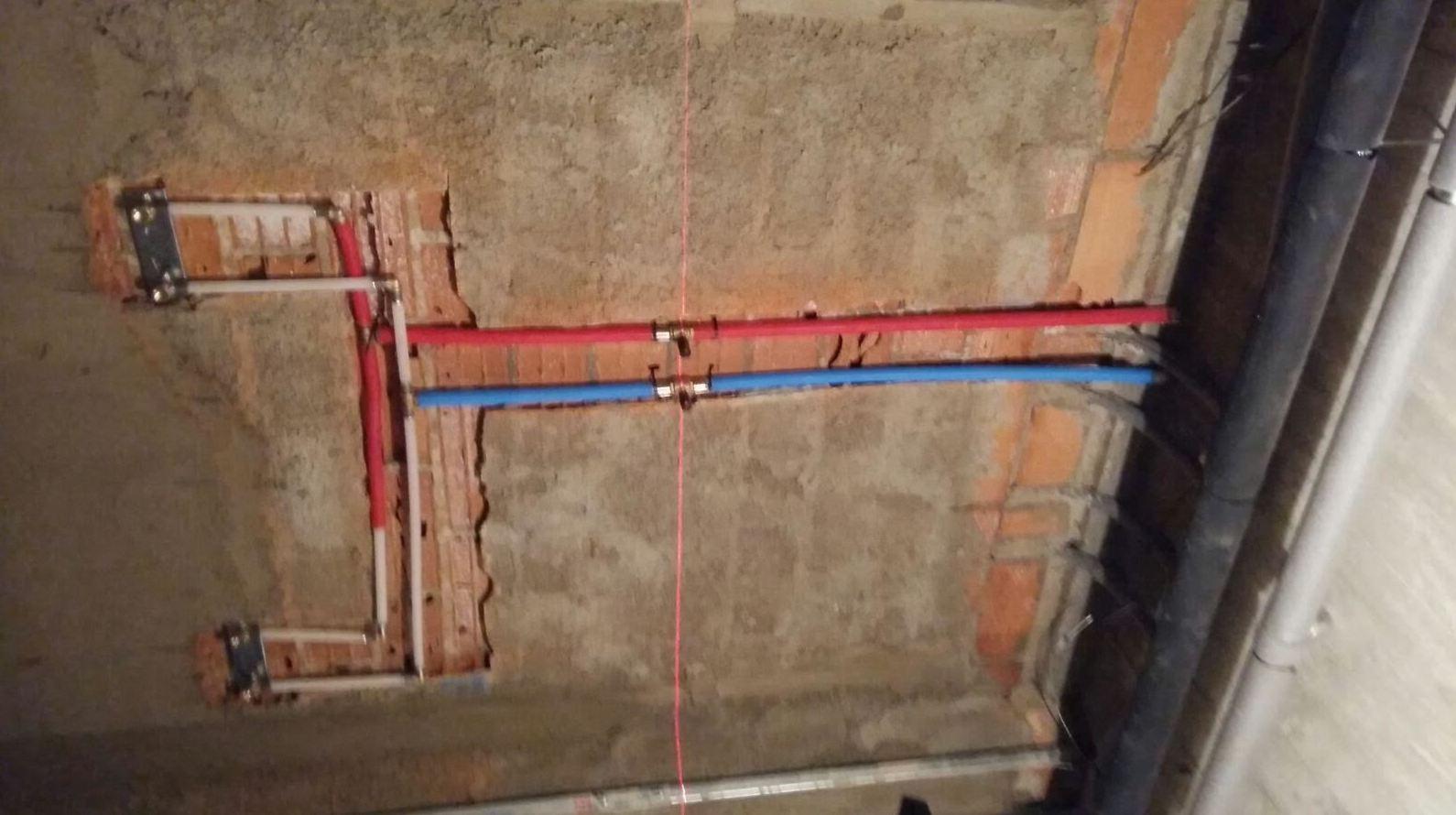 instalación de tubería para instalación de ducha