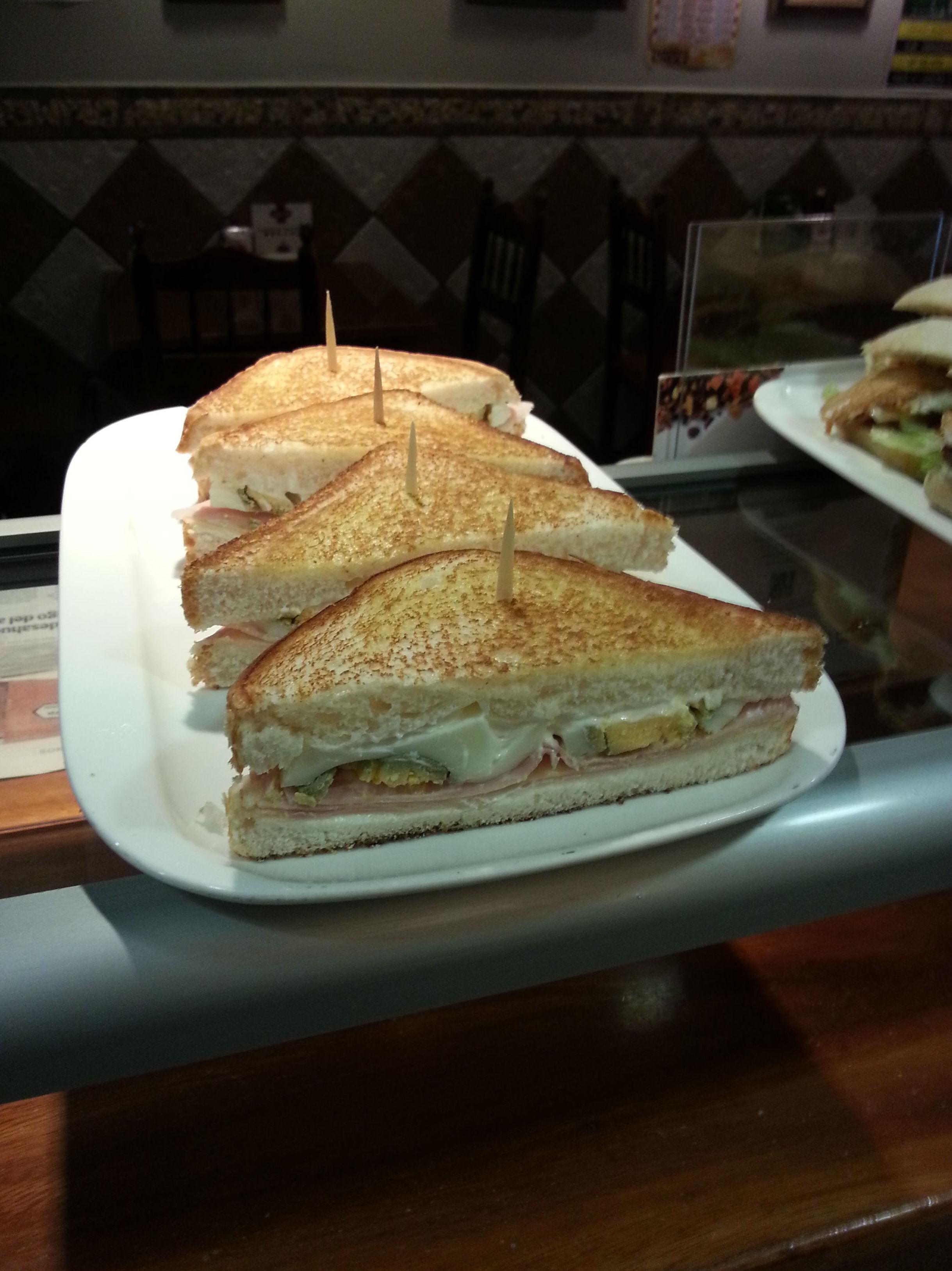Sándwiches variados