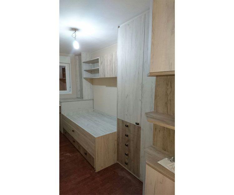 Habitación con muebles baratos