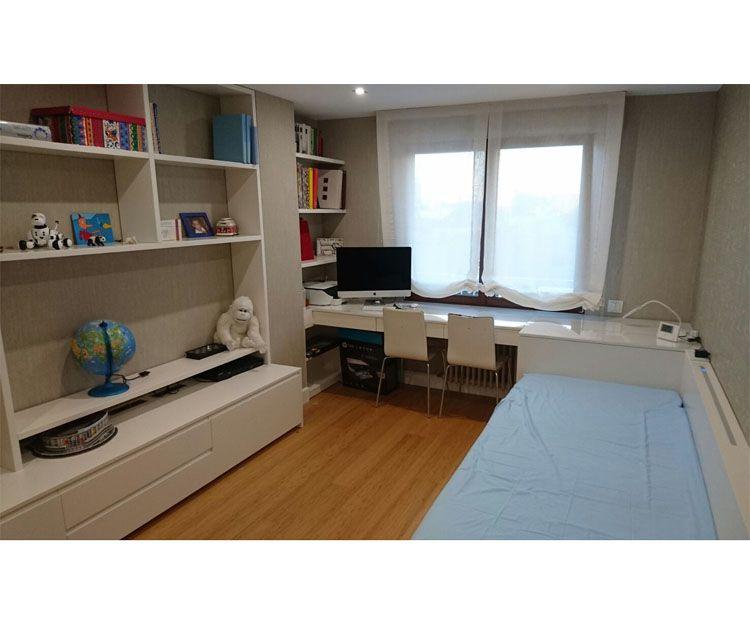 Habitación con muebles personalizados