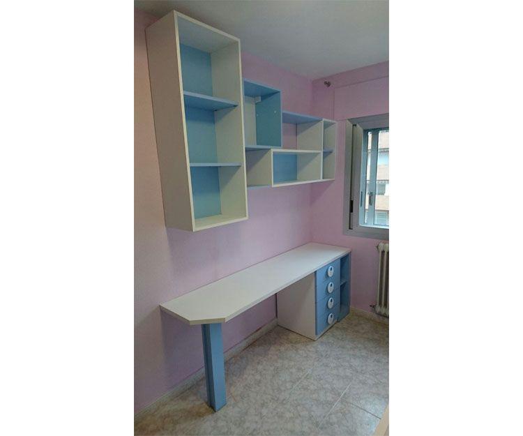 Habitación con muebles juveniles