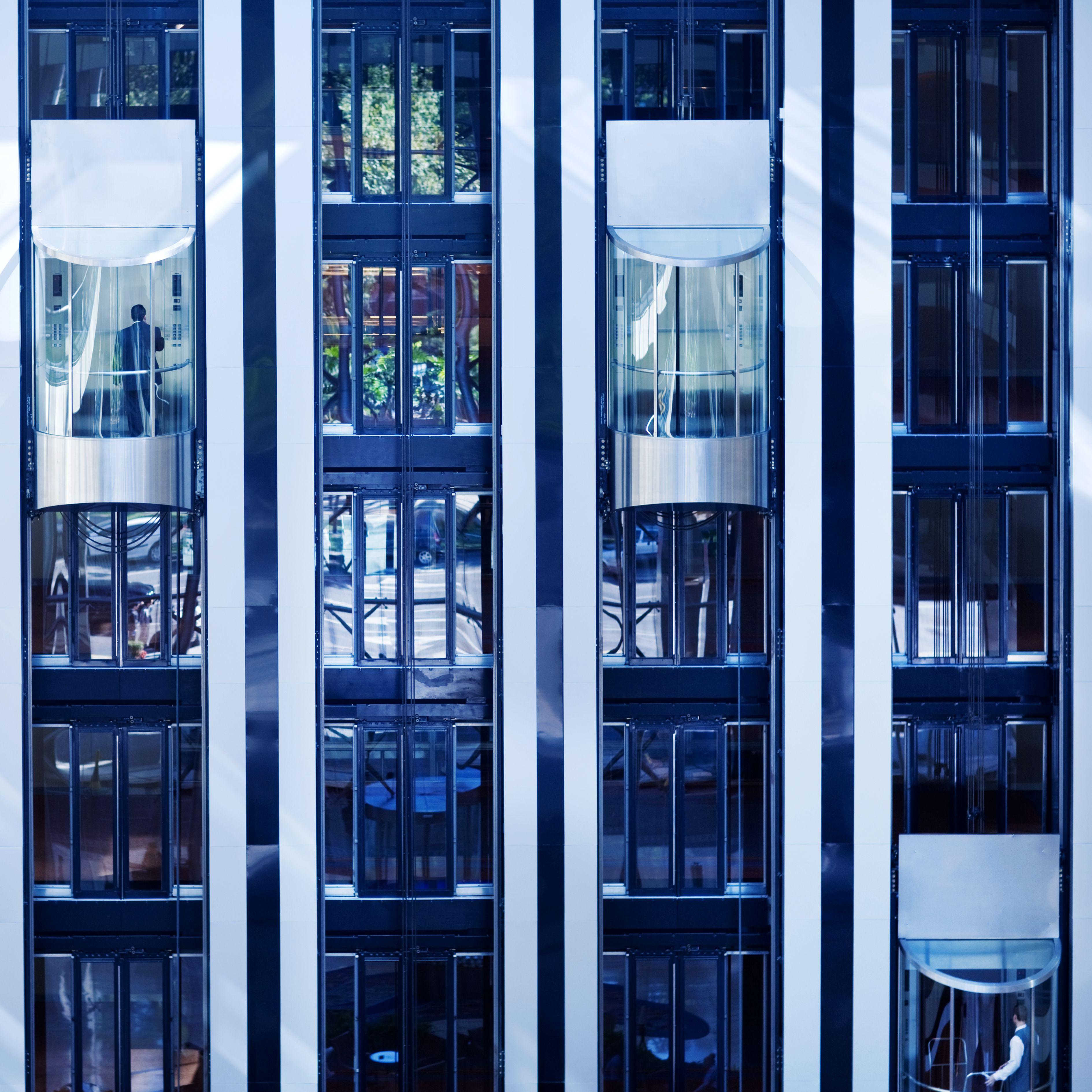 Montaje de ascensores en centros comerciales y edificios en Montcada i Reixac