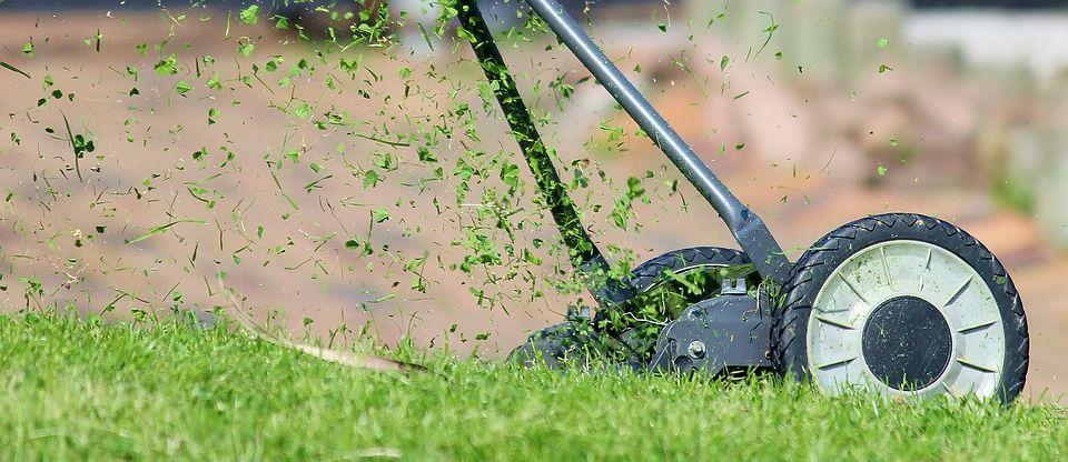 Maquinaria de jardinería en Langa de Duero