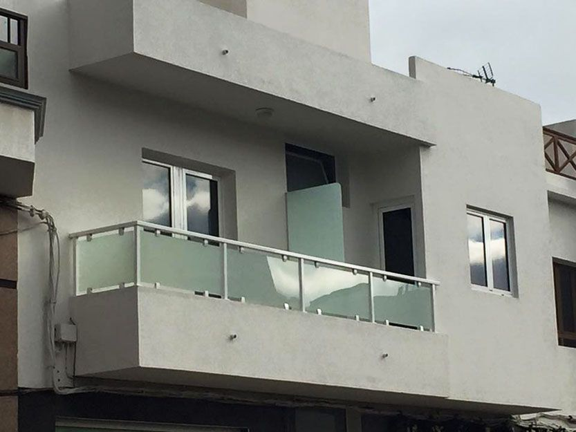 Barandillas de aluminio y cristal para terrazas en Fuerteventura