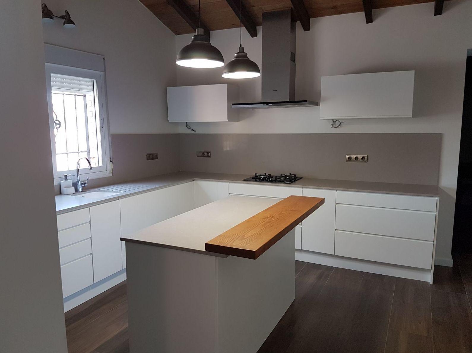 Reformas Cocina rustica con líneas modernas en Alicante