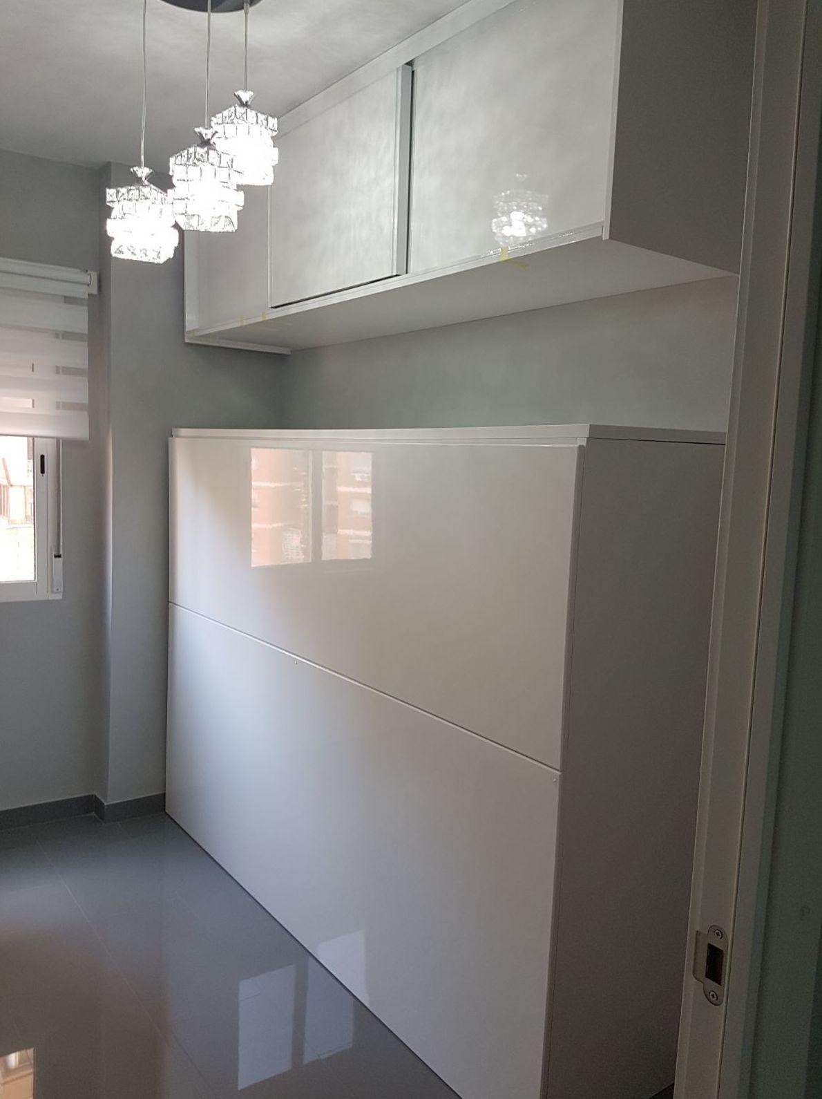 Mueble cama a medida lacado en blanco brillo