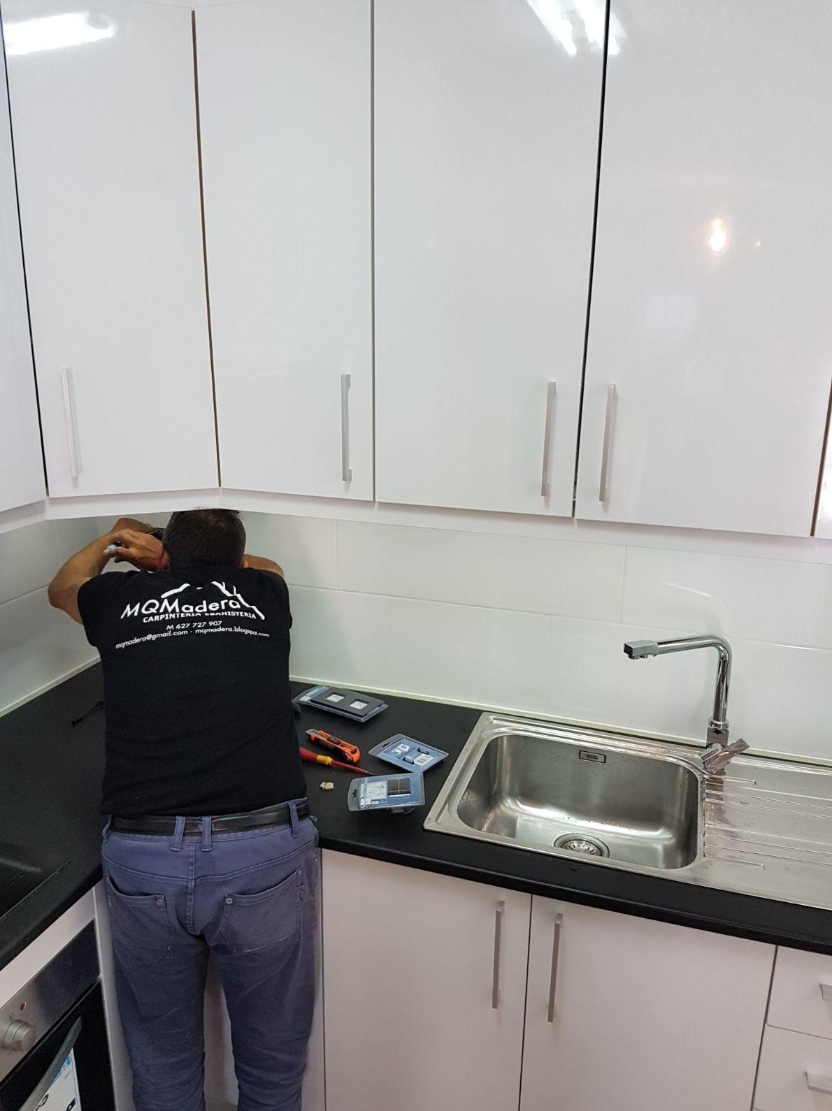 Reforma vivienda , tarima flotante, cocinas, puertas y pintura en Alicante