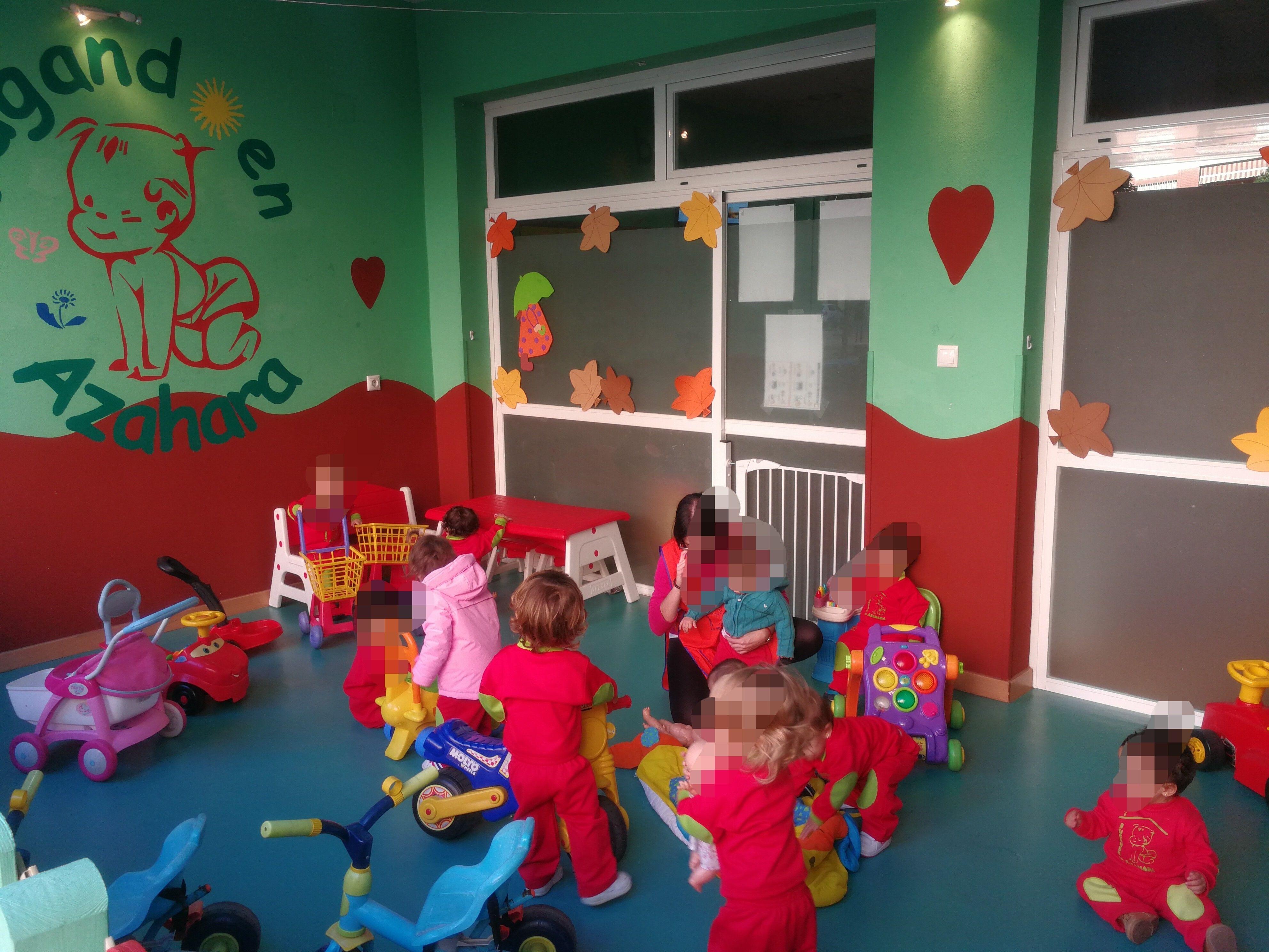 Foto 38 de Escuela infantil bilingüe en Córdoba en Córdoba   Jugando en Azahara