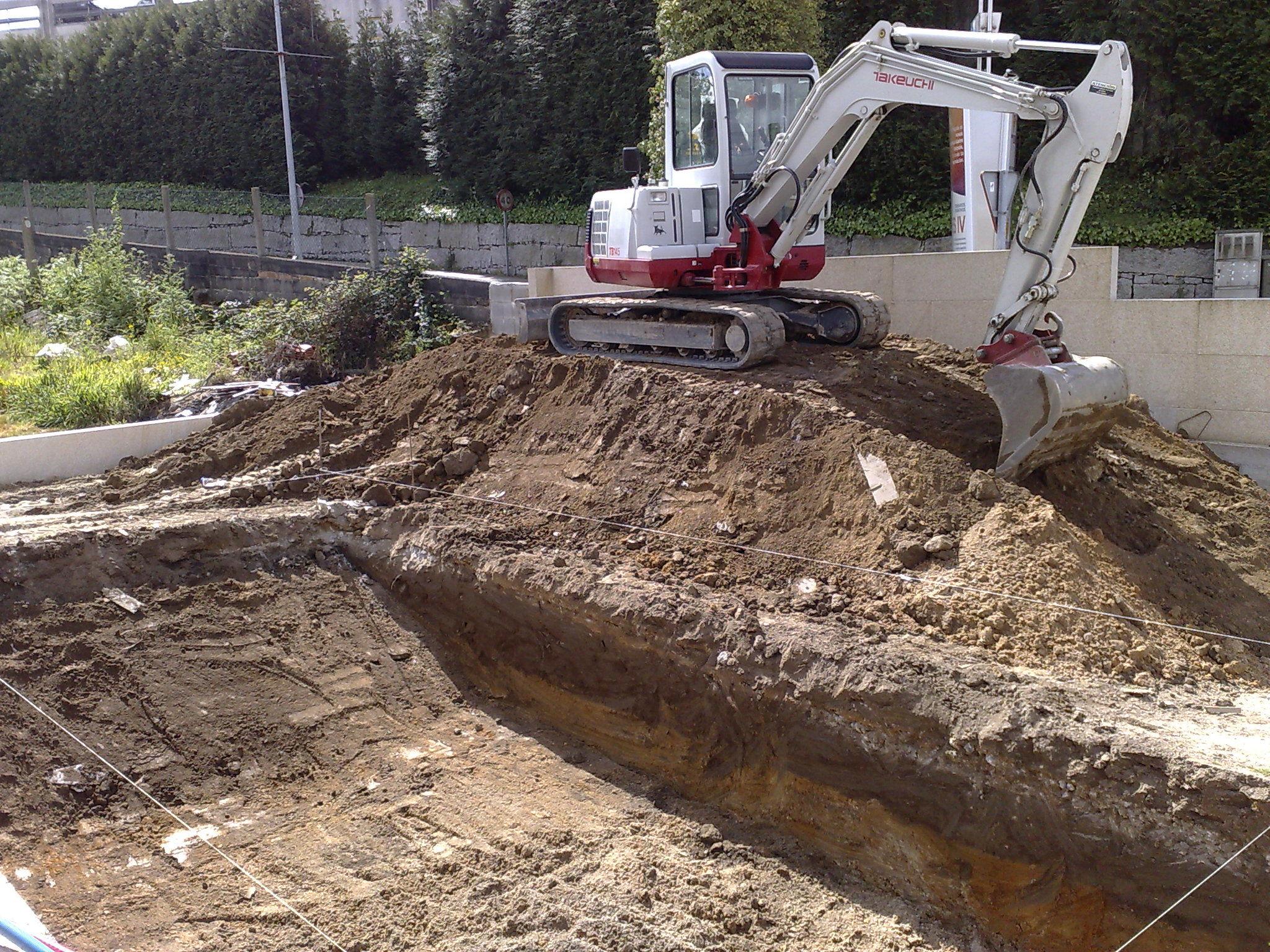 excavacion de piscina en campolongo PONTEVEDRA