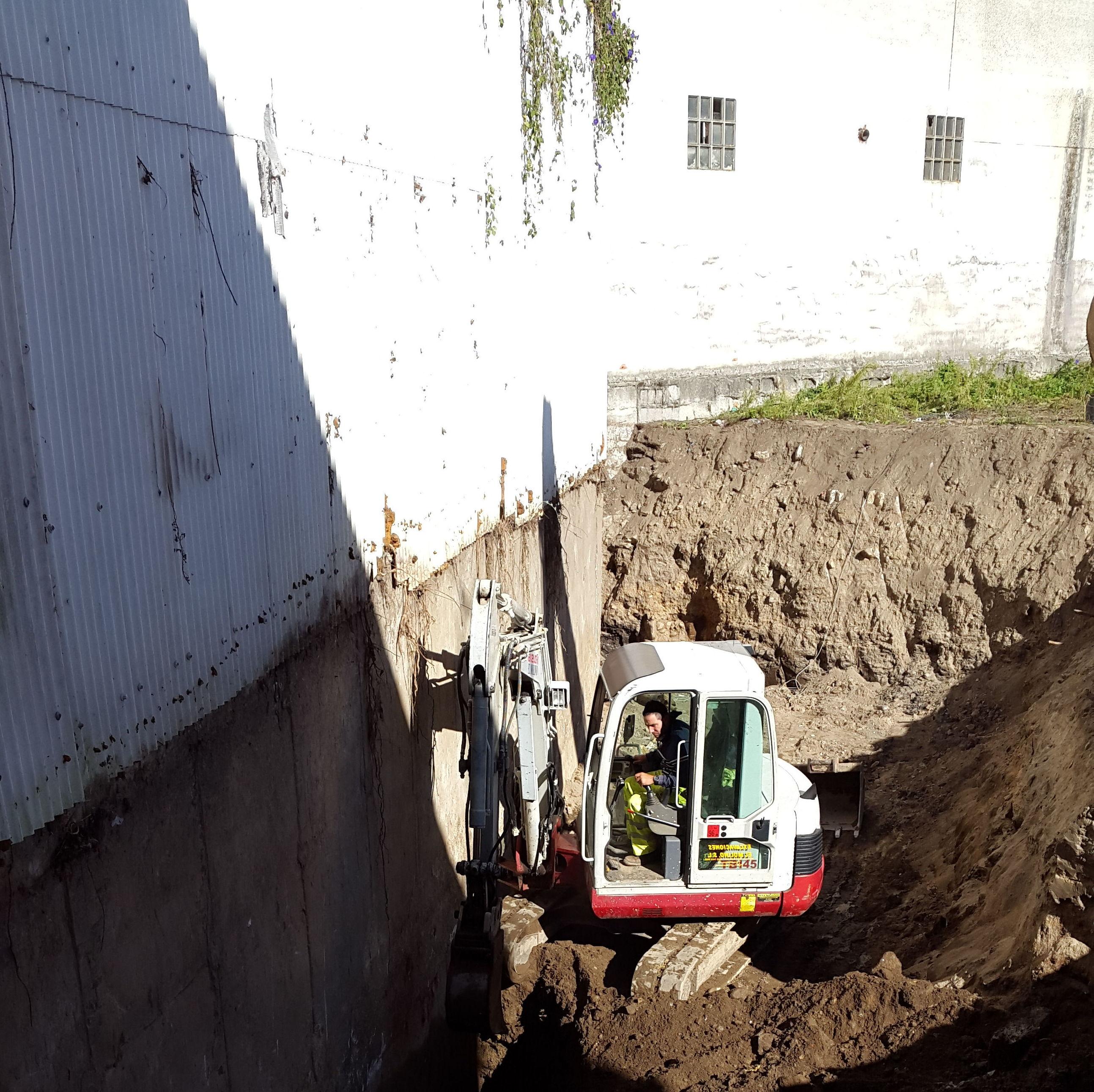 excavacion para sanear drenaje de sotano