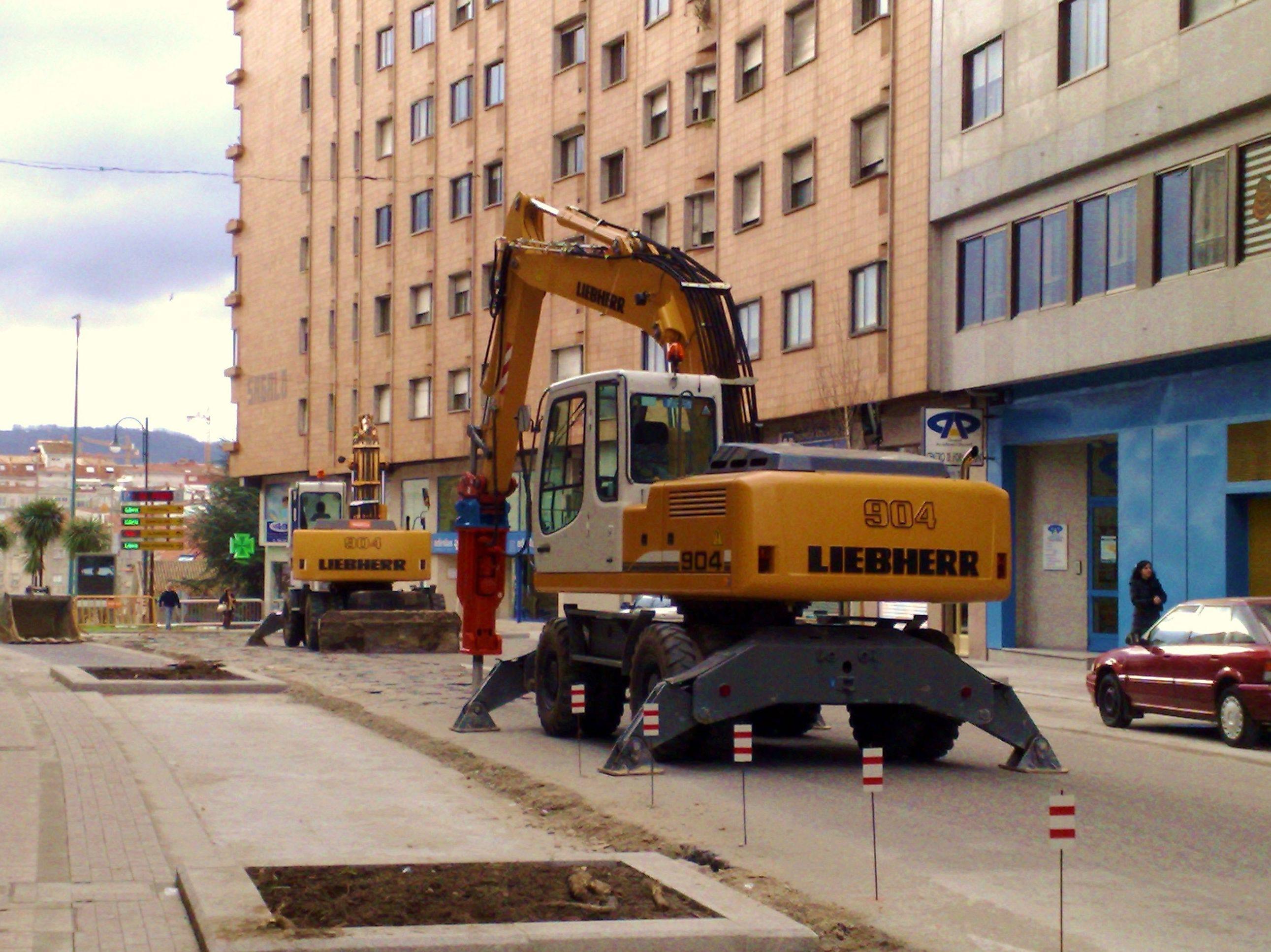 martillos hidraulicos: nuestras maquinas de Excavaciones El Molino, S.L.