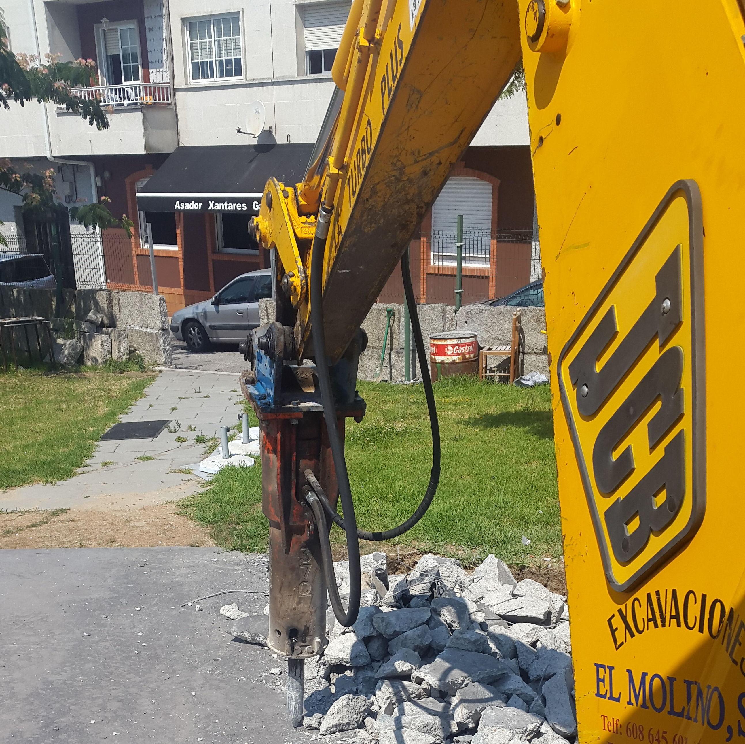 martillo hidraulico: nuestras maquinas de Excavaciones El Molino, S.L.