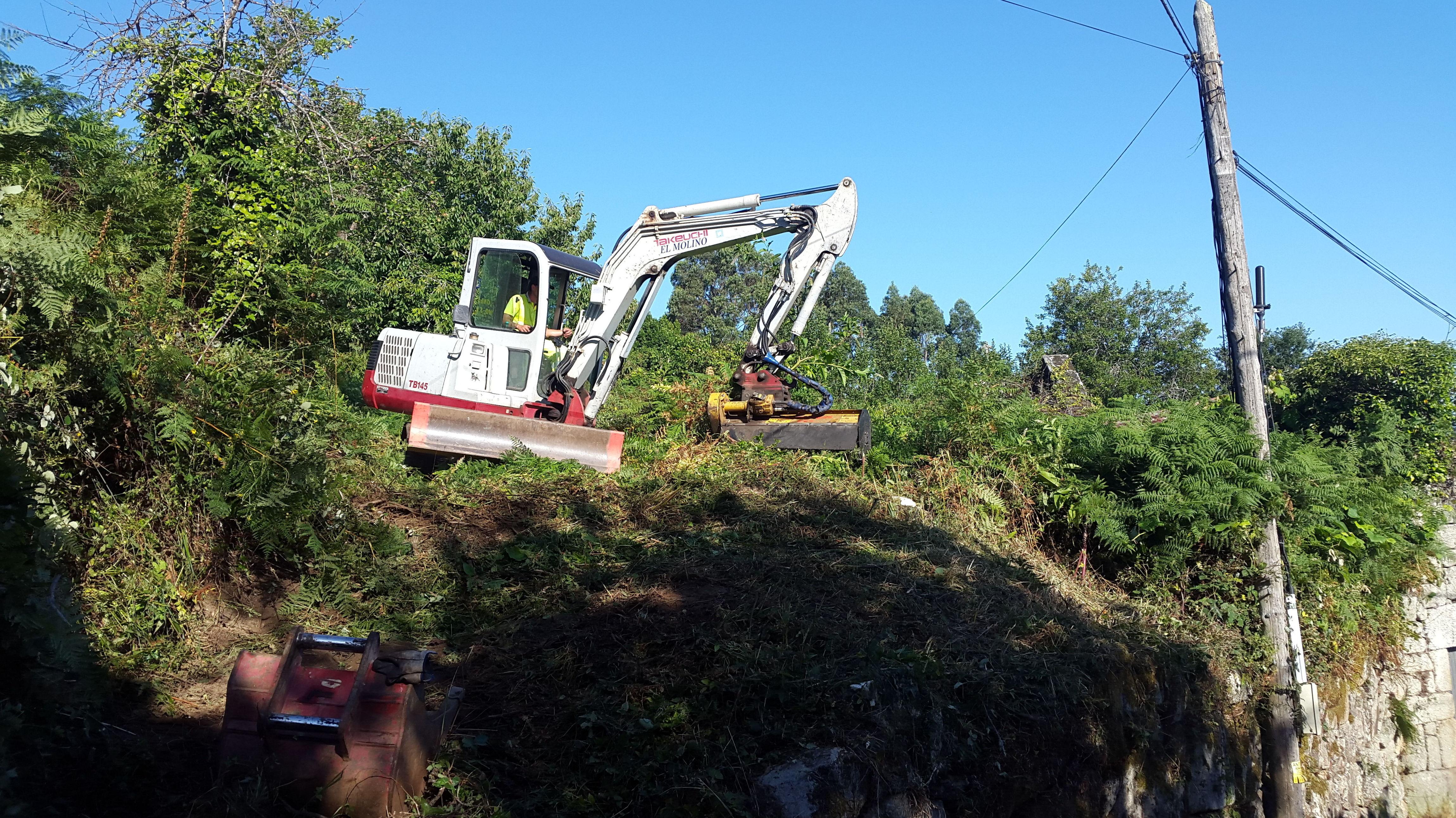 cabezal desbrozadora de martillos: nuestras maquinas de Excavaciones El Molino, S.L.