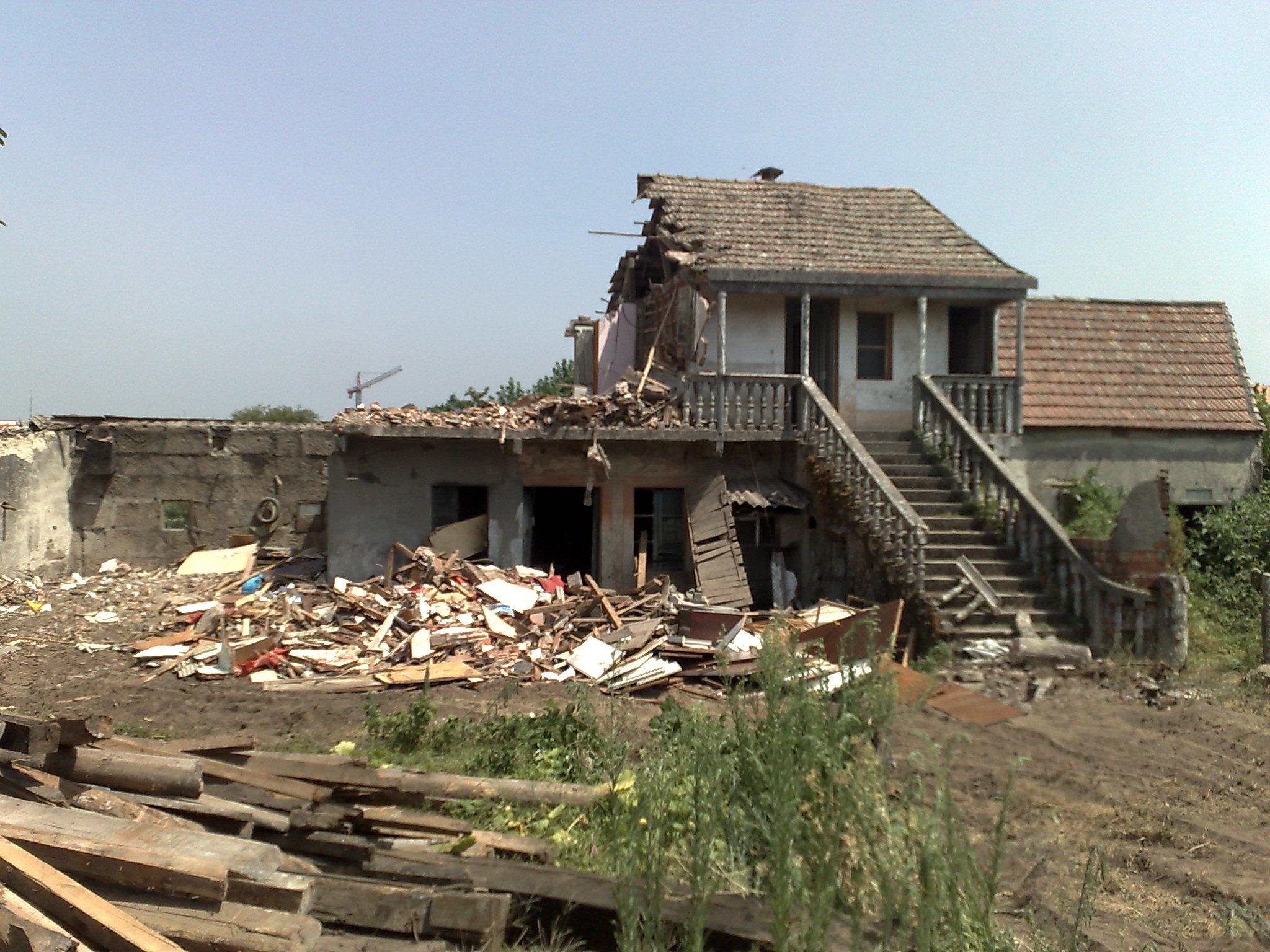 demolicion de casa en campolongo-PONTEVEDRA